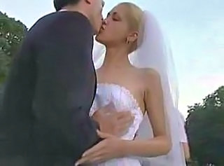 Bride Kissing Outdoor Public Outdoor Public
