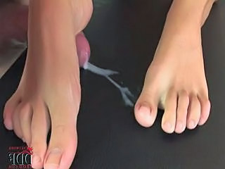 Cumshot Feet TOE