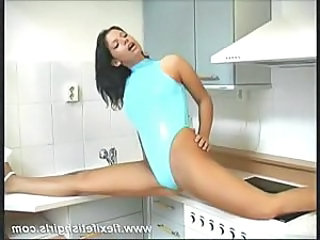 Flexible Kitchen Legs Solo Teen Spreading
