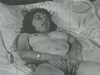 Amateur Hairy Homemade Masturbating Vintage Wife