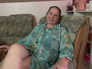 Amateur Chubby Masturbating Mature Mom Solo