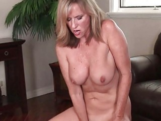 Big Tits Masturbating Mature Mom Natural