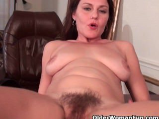 Hairy Mature  Fingering Mother