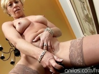 Masturbating Mature Stockings Toy Housewife