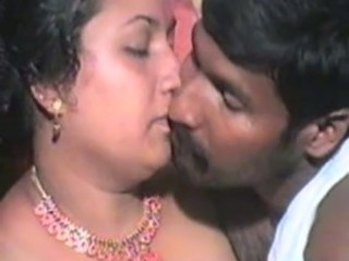 Amateur  Indian Kissing Mature Wife