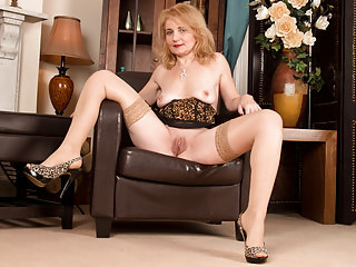 Amazing European Italian Masturbating Mature Stockings Italian