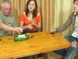 Daddy Drunk Family Groupsex Mature Mom Old and Young Family